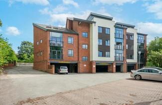 Photo 1 - Roomzzz Leeds Headingley