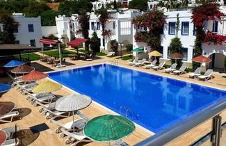 Photo 1 - Paradise Apart Hotel