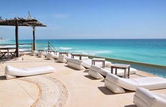 Photo 1 - AR Cancun Plaza
