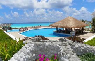 Photo 1 - Cancun Beach Aparthotel Brisas
