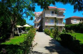 Foto 1 - Alexia Apartments & Studios