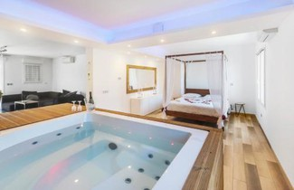 Photo 1 - Apartment in Marseille with private pool