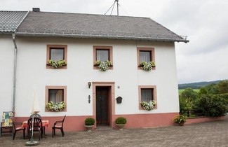Photo 1 - Cosy Holiday Home Near Lake in Hontheim