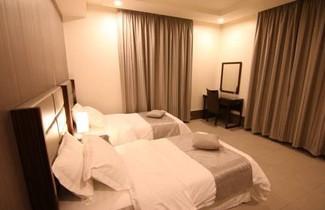 Photo 1 - Fakhamet Al Hamra Hotel Apartments
