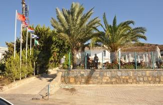 Photo 1 - Siesta Beach Aparts
