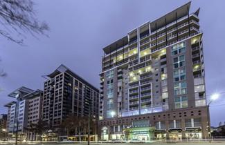 Photo 1 - Oaks Adelaide Embassy Suites