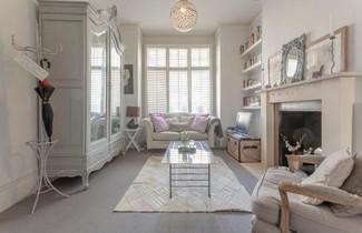 Photo 1 - Cosy 1 Bed Apartment Near Battersea Park.