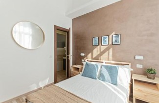 Large and colorful 4 bed flat-Termini Station 1
