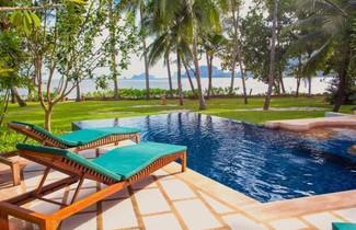 Foto 1 - Amatapura Beachfront Villa 12