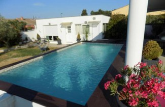 Photo 1 - House with swimming pool