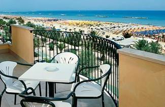 Foto 1 - Aparthotel in San Benedetto del Tronto with terrace