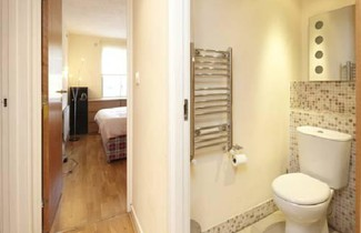 Hyde Park Serviced Rooms 1