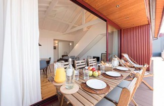 Photo 1 - LovelyStay - Top Floor Balcony Apartment