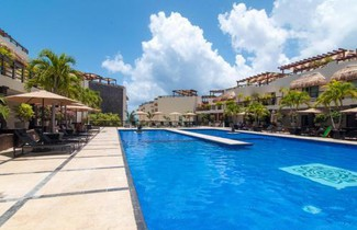 Photo 1 - 5-Star Luxury Condo with Private Pool