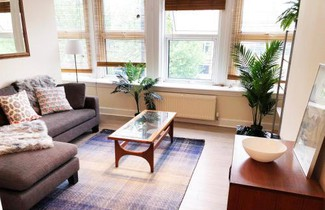 Berry's Two bedroom Apartment - Bethnal Green 1