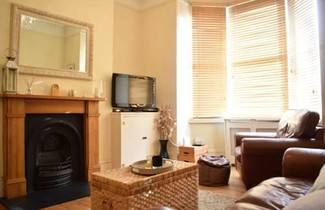 1 bedroom apartment right by Clapham 1
