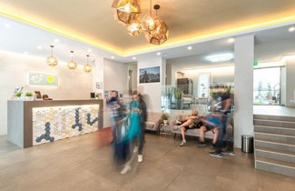 Foto 1 - Corvin Plaza Apartments & Suites