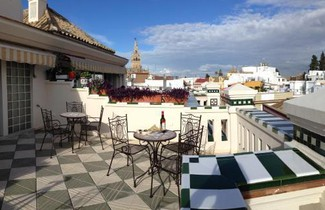 Photo 1 - Sevilla Central Suites Apartamentos Puerta Jerez