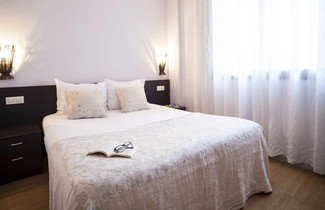 Photo 1 - Short Stay Group Camp Nou Serviced Apartments
