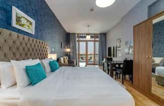Yanjoon Holiday Homes - Palm Views Apartments 1