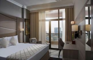 Foto 1 - Two Seasons Hotel & Apartments