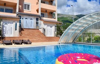 Photo 1 - Villa Dolphin Apartments