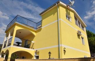 Apartments Villa-G Lustica 1