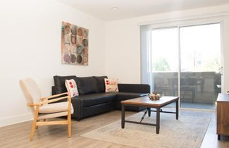Photo 1 - Heaven on Hollywood Furnished Apartments