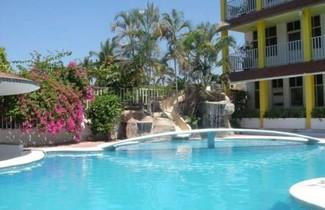 Photo 1 - Hotel y Suites Bugambilias