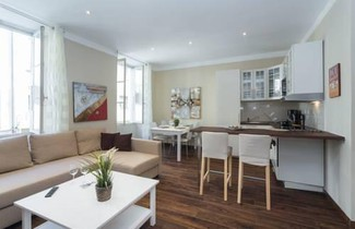 Chocolate-Spacious, cosy 2-BR 1