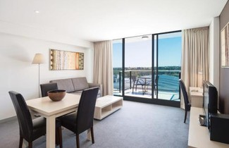 Photo 1 - Oaks Adelaide Horizons Suites