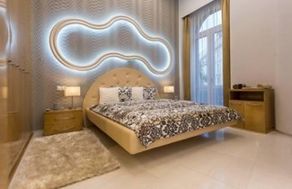 Famousali10 Luxury Apartments 1