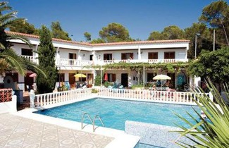 Photo 1 - Granada Apartments