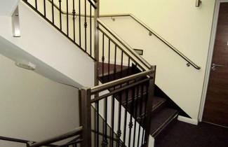 Photo 1 - Giant Serviced Apartments - Eglantine Lodge