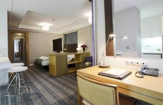 Housez Suites & Apartments Special Class 1