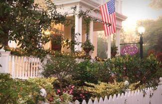 Azalea Inn and Villas 1