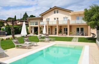 Photo 1 - Apartment in Padenghe sul Garda with swimming pool