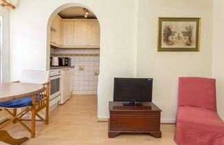 Photo 1 - 1 Bed Chelsea Flat with Parking