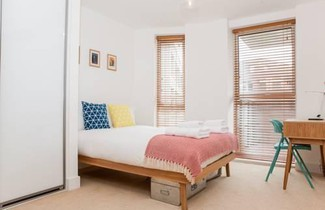 Colourful Modern Brixton 2-Bed with Balcony 1